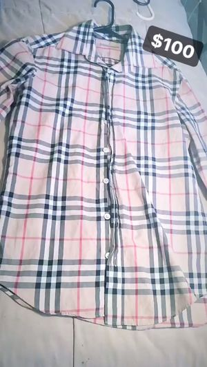 Burberry top for Sale in Orlando, FL