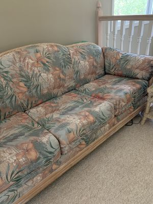 Floral couch and chair Free for Sale in Winchester, TN