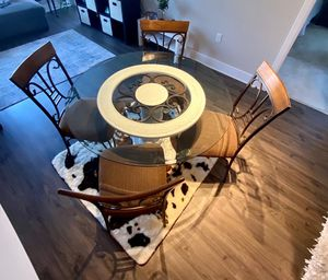 Beautiful Dining table. for Sale in Germantown, MD