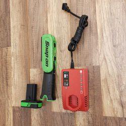 Snap➖On 14.4 V MicroLithium 500 Lumen Cordless Angular Light/batt/charger‼️🟢🟣works like new🟣🟢 for Sale in Pomona, CA