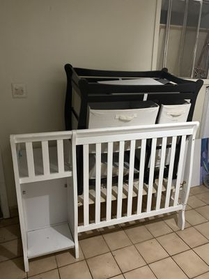 Baby crib and changing table for Sale in Lanham, MD