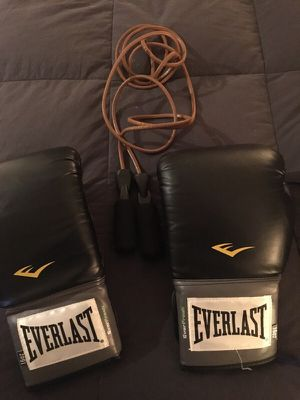 Everlast boxing gloves with jump rope! for Sale in Tempe, AZ