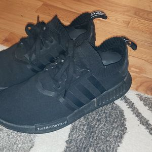 Nmd Primeknit Triple Black Japans for Sale in Marysville, WA