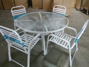 "patio furniture poolside table set , 48"" table with 4 chairs for Sale in Las Vegas, NV"