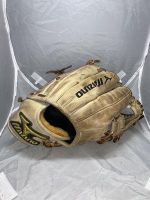 Mizuno Right Infielder Baseball Glove 11.75 Right Handed for Sale in W CNSHOHOCKEN, PA