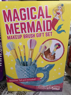 Magical mermaid makeup brushes for Sale in Bassett, CA
