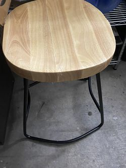 "24"" Bar Stool New Excllent Condition Open Box for Sale in Las Vegas,  NV"