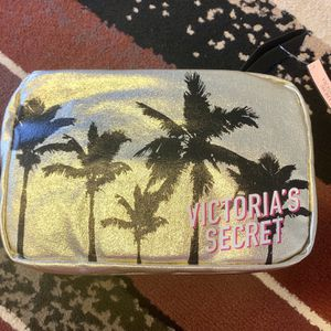 New Victoria Secret Travel Bag for Sale in Hollywood, FL