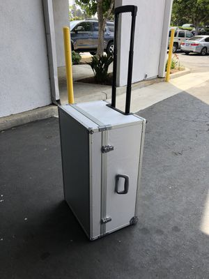 Metal/Alumimum Case with wheels / heavy duty / road case for Sale in Hawthorne, CA