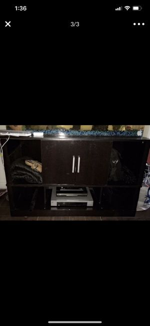 NEED GONE ASAP! Fish Tank, Everything Inside Fish Tank, Stand, and 1 sucker fish and a Turtle for Sale in Hawthorne, CA