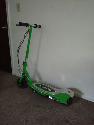 Razor e200 electric scooter works great for Sale in Snellville, GA