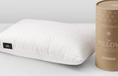Brand New Silk & Snow Hybrid Pillow for Sale in Arlington,  VA