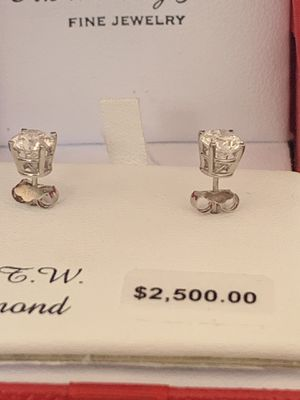 1 Carat Diamond Earrings for Sale in Lakewood, CA
