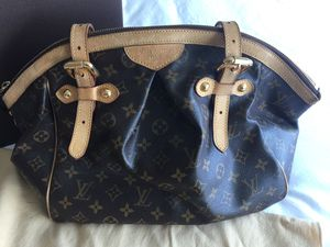 Louis Vuitton Tivoli PM bag- no longer make this for Sale in Chicago, IL