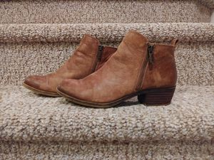 Pre-Loved women's size 8 Leather LUCKY BRAND BOOTS (Retail $128) for Sale in Woodbridge, VA