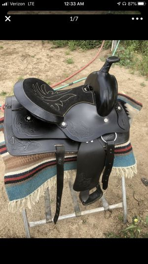 Horse Saddle medium size for Sale in Chino Hills, CA