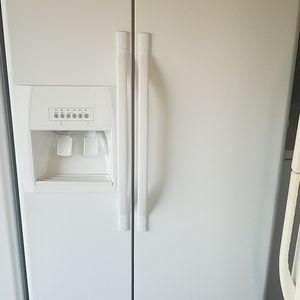 Whirlpool refrigerator for Sale in Fontana, CA