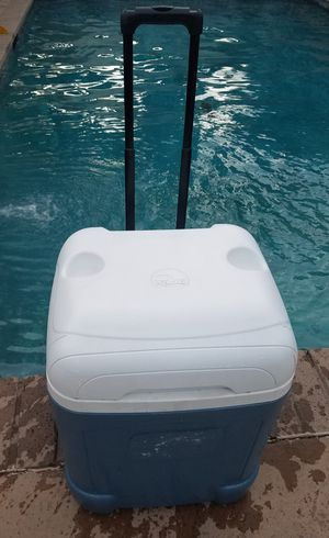 Igloo cooler ice chest for Sale in Long Beach, CA