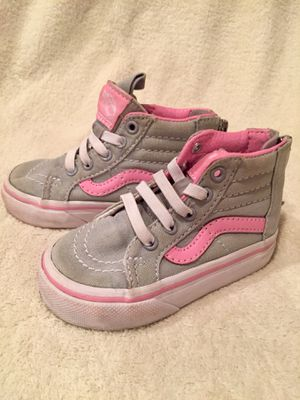 Sz 4 EUC Girl Low Top Boot Grey & Pink Vans for Sale in Bountiful, UT