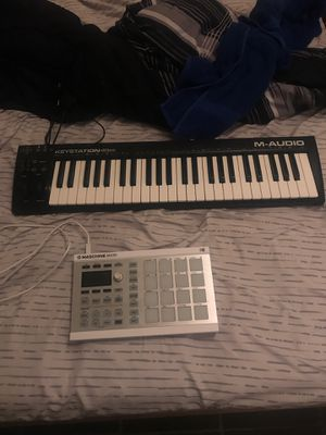 Maschine Mikro Beat Pad And Keyboard for Sale in Spring, TX