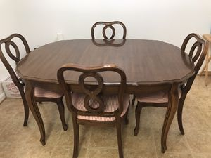 Solid wooden dining table with 3 leaves and 6 chairs for Sale in Germantown, MD