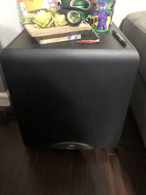 Klipsch surround sound with subwoofer and receiver for Sale in Fresno, CA