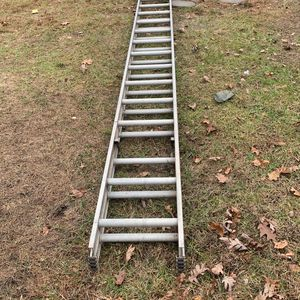 36 ft ladder with stabilizer for Sale in Jackson Township, NJ