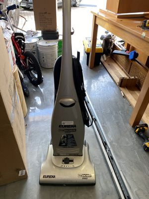 Eureka Vacuum Cleaner for Sale in Royal Palm Beach, FL