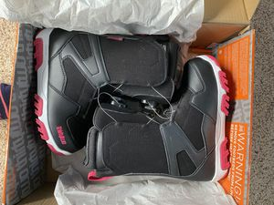 Brand new never worn Shifty BOA woman's snowboarding boots for Sale in Seattle, WA
