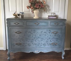 Vintage Dresser/Chest of Drawers for Sale in Rockvale, TN