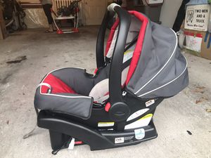 Graco Snugride 35 clickconnect Infant Car seat for Sale in Orlando, FL
