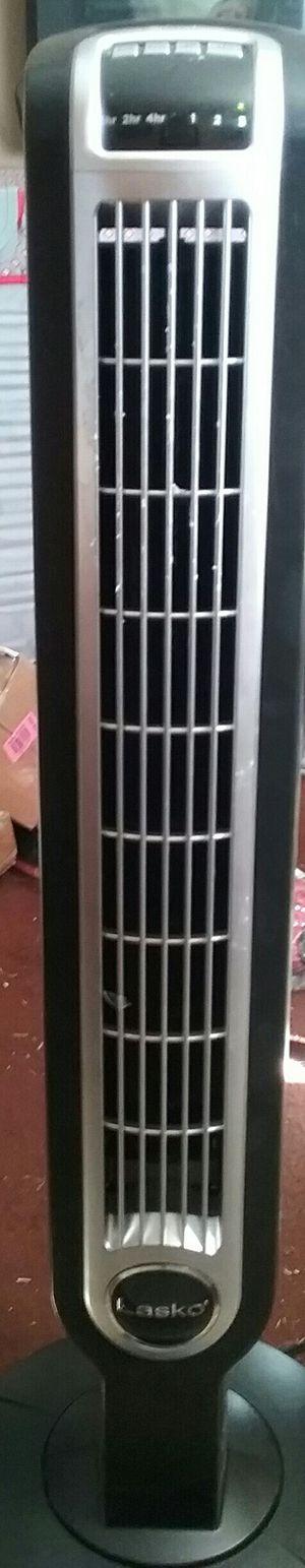 Lasko Oscillating Tower Fan with Remote Works for Sale in Phoenix, AZ