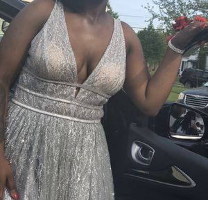 Selling my prom dress for Sale in Cleveland, OH