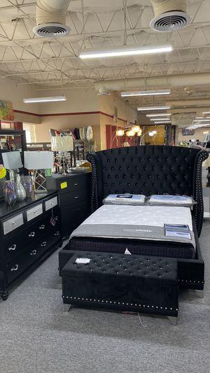 Queen Size Bedroom Set Velvet Material (Queen Bed Dresser Mirror and Nighstand X8 for Sale in Euless, TX