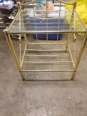 glass end table w/rack underneath for Sale in St. Louis, MO