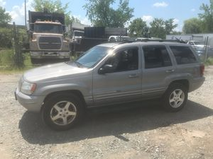 2001 Jeep Grand Cherokee Limited 200k miles runs and drives!!! for Sale in Temple Hills, MD