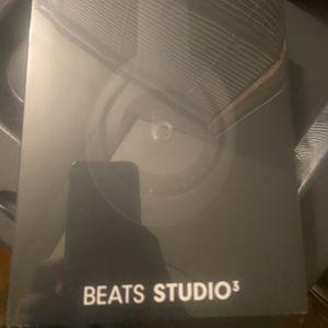 beats studio 3 brand new in box for Sale in Haverhill, MA
