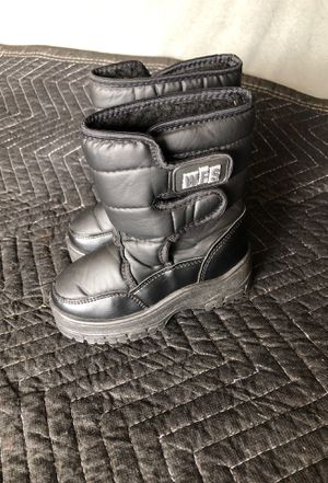 WFS kids snow boots size 9 for Sale in Corona, CA