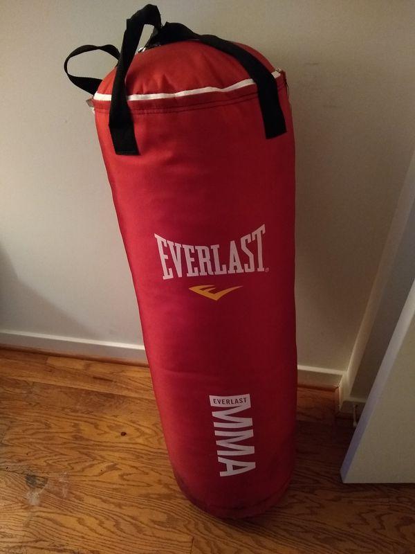 NEW, Everlast Heavy Bag w/ chains MMA