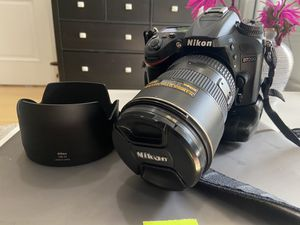 Nikon D7200 w/ nikkor 17-55 and grip for Sale in Queens, NY