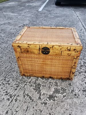 RATTAN WICKER SMALL TRUNK for Sale in Boca Raton, FL