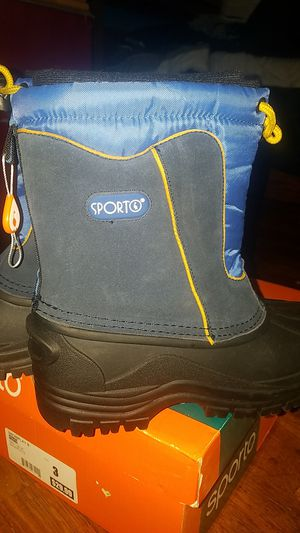 Brand New Boys or Girls Snow Boots Big Kids Size 3 for Sale in Rancho Cucamonga, CA