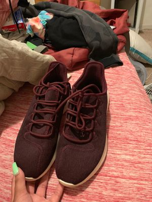 Maroon adidas women 8 for Sale in Reynoldsburg, OH