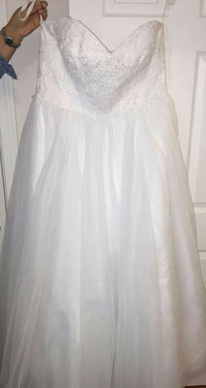 Brand New!! Davids Bridal Soft Tulle Lace Corset Plus Size Wedding Dress for Sale in Randolph, MA