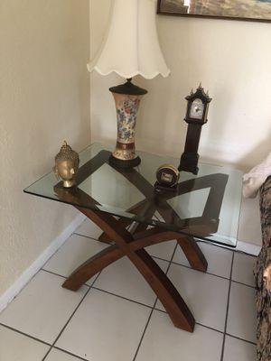 End table for Sale in Palmetto Bay, FL