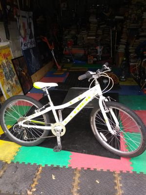 Nice Trek girls bike, clean and works great for Sale in BRECKNRDG HLS, MO