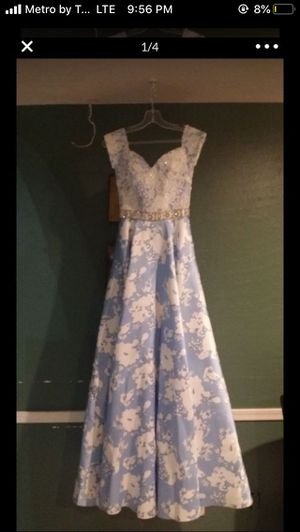 Blue and white floral prom dress size:1/2 for Sale in Phoenix, AZ