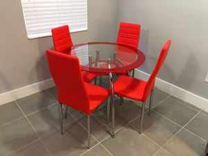 DINING TABLE AND CHAIRS for Sale in Miramar, FL
