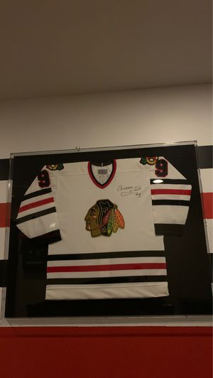 Bobby hull signed Blackhawks jersey in glass case for Sale in Barrington, IL