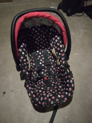 Baby girl car seat for Sale in Rockford, IL